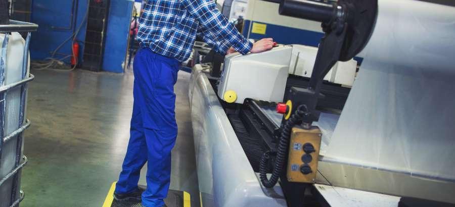 Wycieraczki przemysłowe – odporność na zabrudzenia i kurz